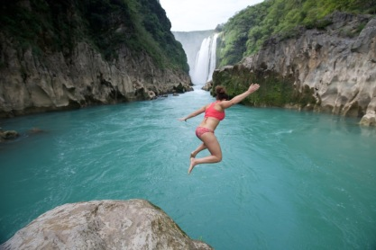 cliff jumping in Mexico