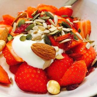 kwark met fruit en noten