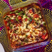 Gezonde quiche op een bodem van zalm