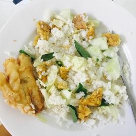 Rijst met tempeh en gebakken banaan